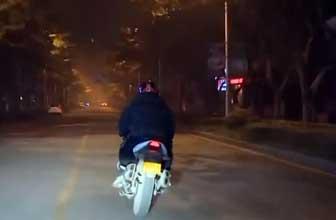 警方截飙车党数十辆车