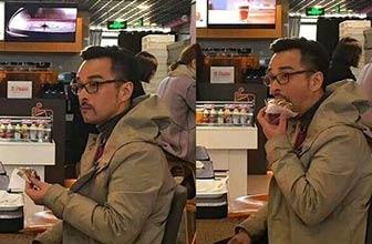 疑似胡歌在美国快餐店吃面包