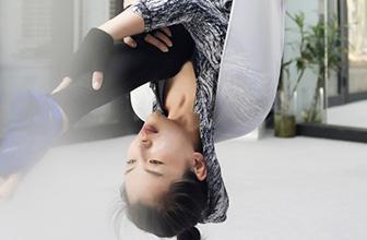 刘涛练瑜伽柔韧度十足